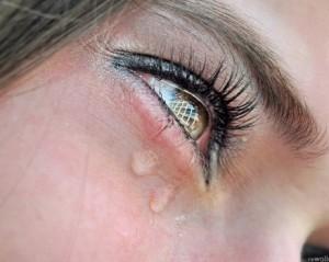 Що робити, коли сльозяться очі